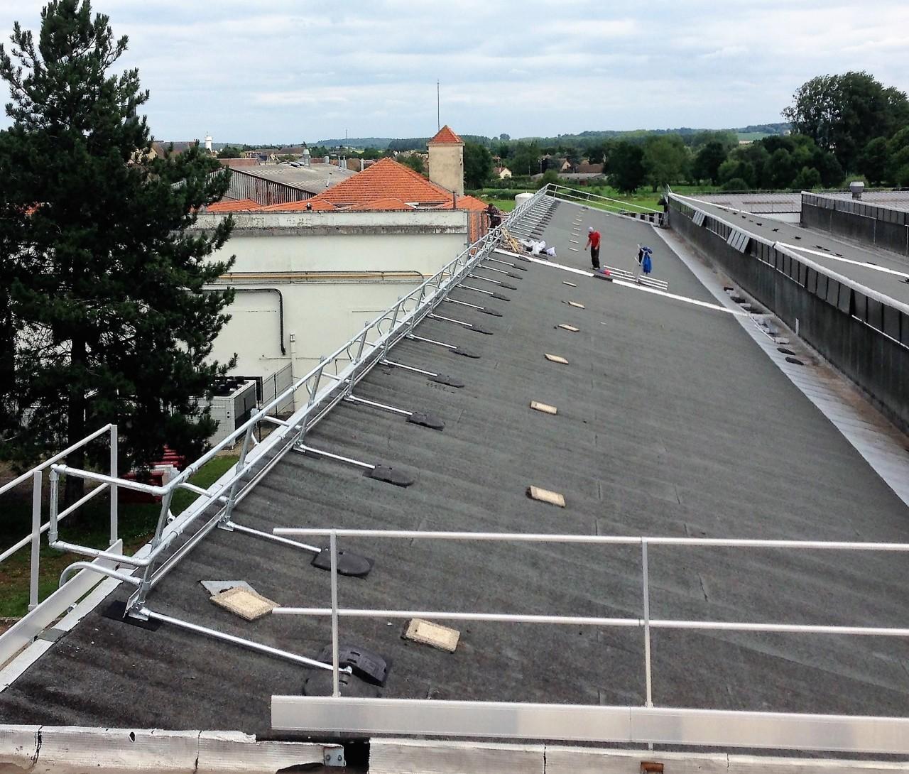 Garde-corps sur toiture en Shed